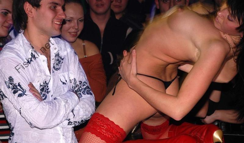 Девушки в провинциальном клубе (54 фото)