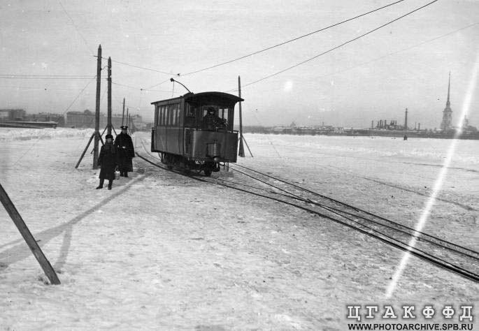 http://fishki.net/picsw/122007/24/bonus/tram_on_ice/04_tram_on_ice.jpg