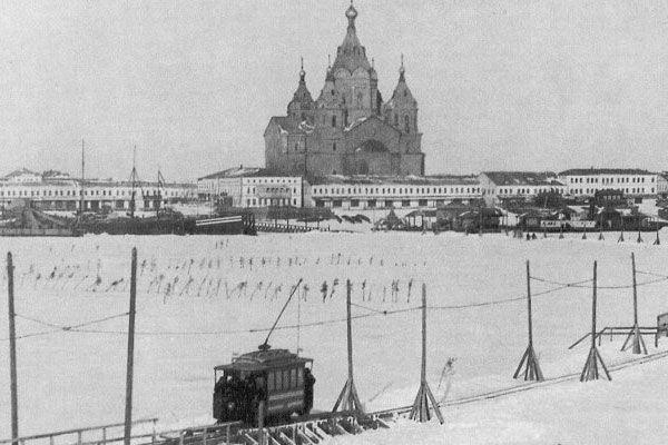 http://fishki.net/picsw/122007/24/bonus/tram_on_ice/07_tram_on_ice.jpg