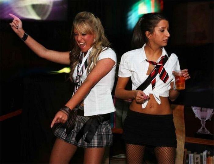лице девушки в униформе на дискотеках фото нашем