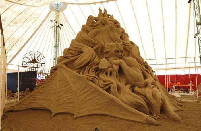Скульптура из песка (16 фото)