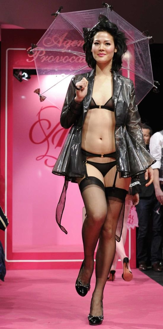 Шоу-показ коллекции эротического белья от Agent Provocateur (11 фото)