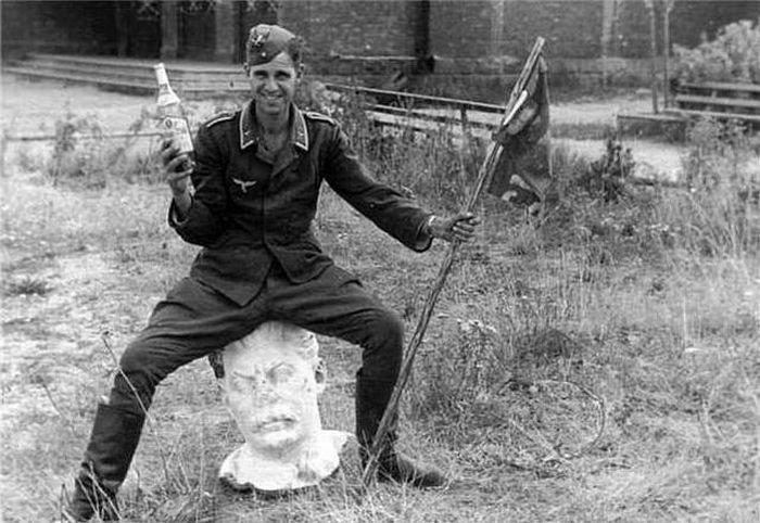 Веселье немецких солдат во время Второй Мировой Войны (24 ...: http://fishki.net/25721-vesele-nemeckih-soldat-vo-vremja-vtoroj-mirovoj-vojny-24-foto.html