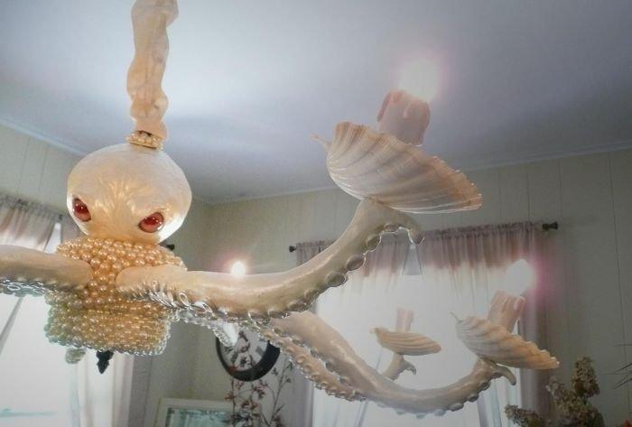 Жуткая люстра-осьминог (3 фото)