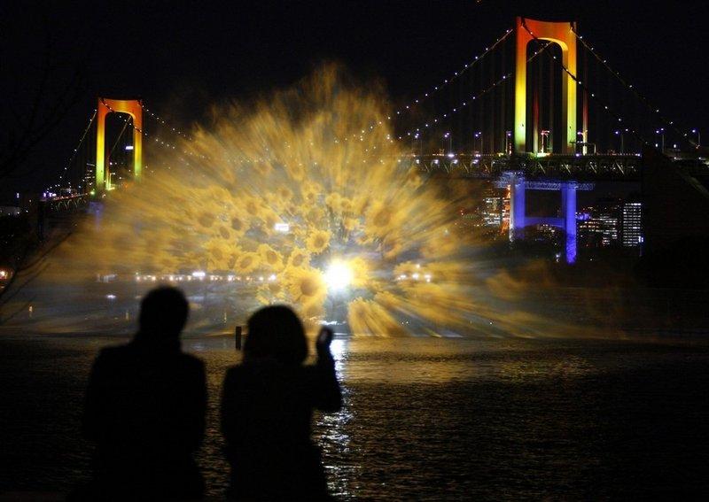 световое шоу Odaiba water illumination (3 фото+видео)