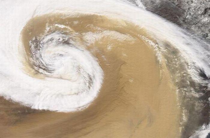 Песчаная буря - Китай (апрель 2001)