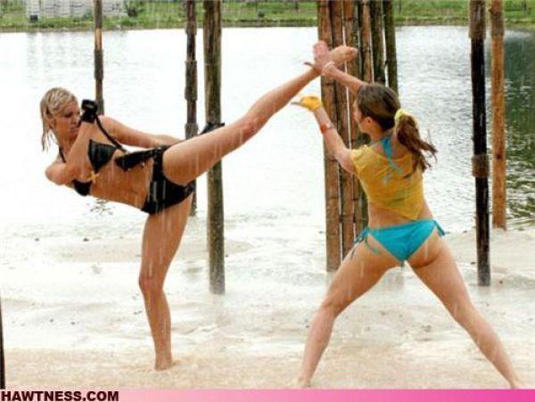 Девушки, которые занимаются непонятными вещами. Часть 2. (38 фото)