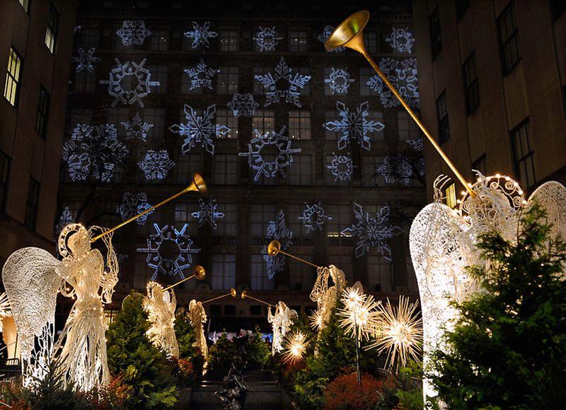6. Уже через два года, в 1933 на Рокфеллер-плаза состоялась первая официальная церемония зажжения огней, которая со временем превратилась в одну из важнейших рождественских традиций Америки.
