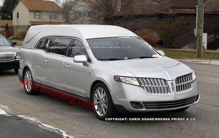Lincoln MKT - лимузин для усопших VIP персон (9 фото)