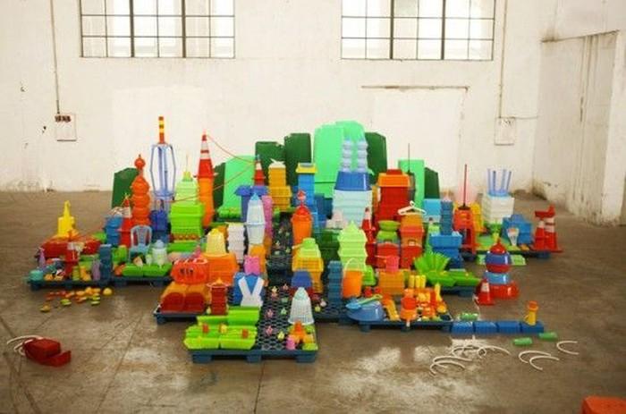 Пластиковый город (9 фото)