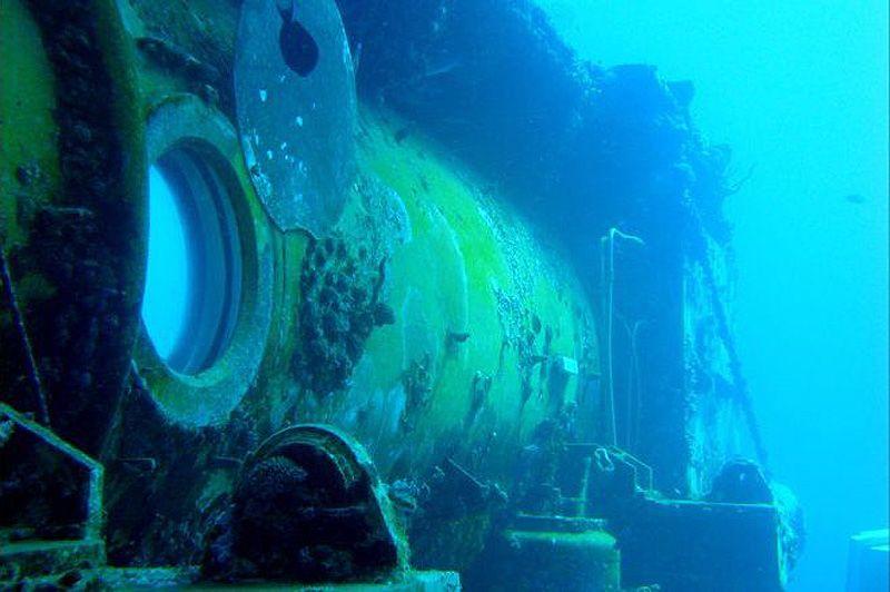 Одно из смотровых отверстий Водолея, который на сегодняшний день представляет собой единственную действующую подводную лабораторию.