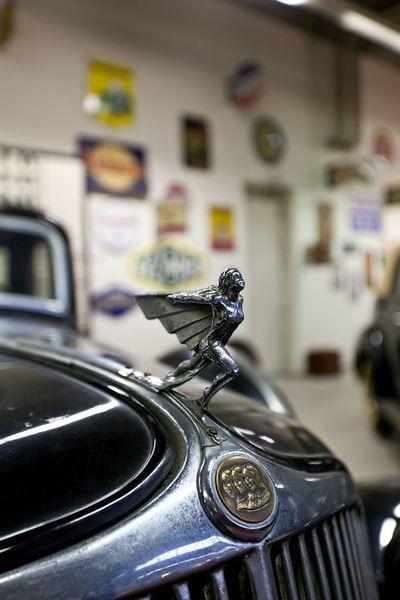 Фотоочет о посещении Бельгийского королевского автоклуба. Часть 2 - Шильдики (20 фото)