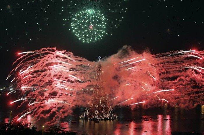Рождественские огни в разных странах мира (20 фото + текст)