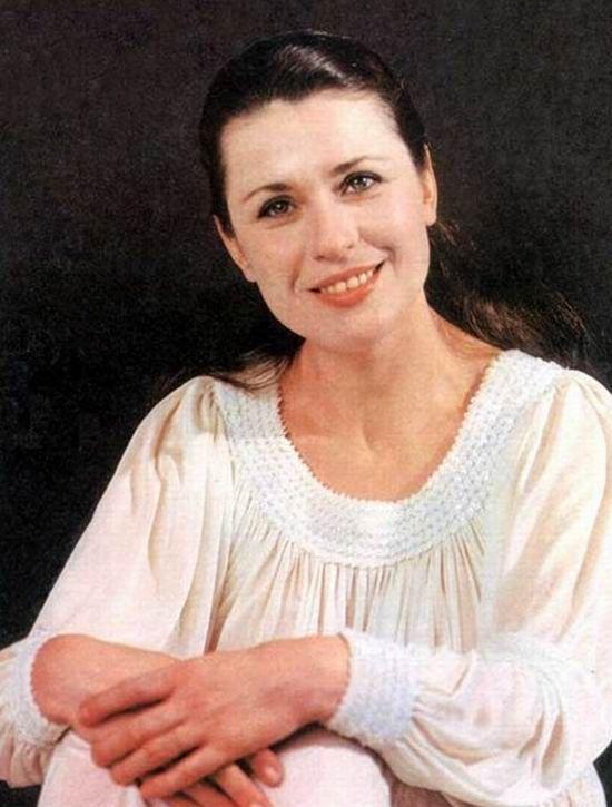 22 марта вследствие тяжелой болезни скончалась советская и российская певица – Валентина Васильевна Толкунова. Ей было всего 63 года.