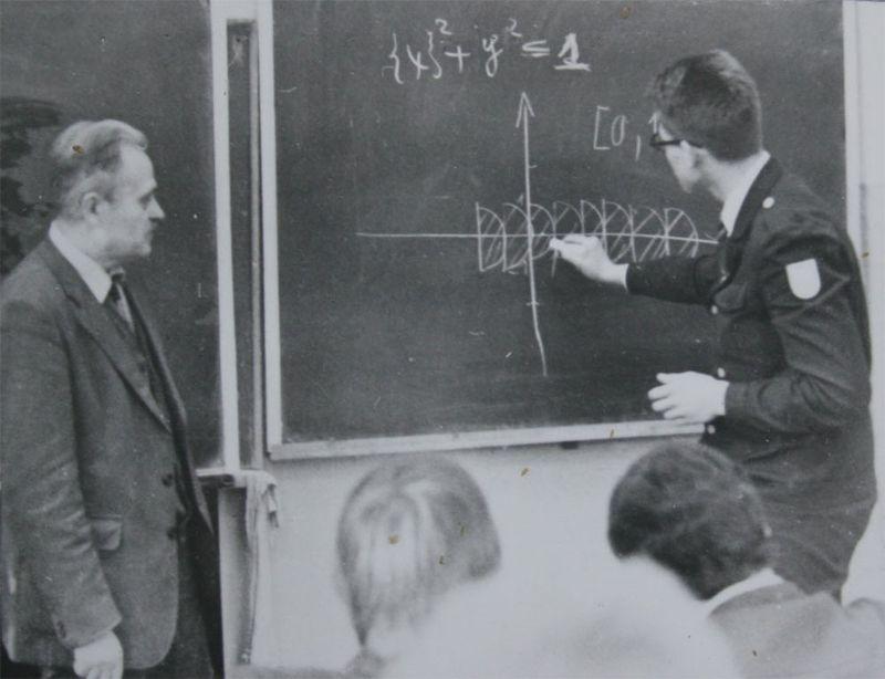 <b>ЗАДАЧА, КОТОРУЮ МЫ ПОТЕРЯЛИ</b><br/>Математический институт Клэя официально признал вклад Григория Перельмана в решение Задач тысячелетия и 18 марта 2010 года присудил ему Премию тысячелетия. Перельман еще в 2002 году поместил в интернете доказательство гипотезы Пуанкаре. Но, не согласившись с решением комитета, математик отказался от премии в миллион долларов.  Теперь нам осталось решить 6 из семи Задач тысячелетия, в которые входят: равенство классов P и NP, гипотеза Берча и Свиннертона-Дайера, гипотеза Ходжа, теория Янга — Миллса, гипотеза Римана и существование и гладкость решений уравнений Навье — Стокса).