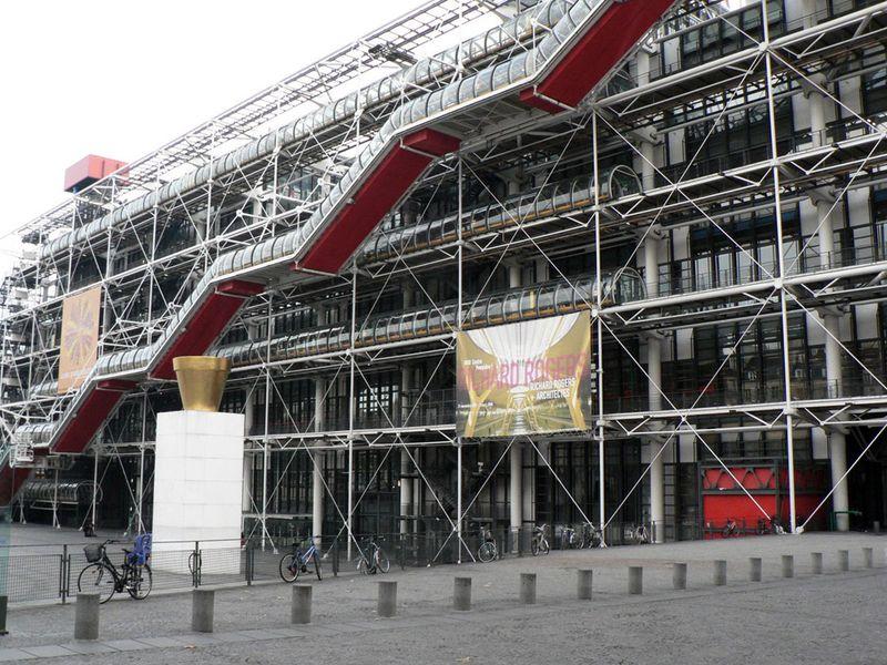 <b>ИСКУССТВО, КОТОРОЕ МЫ ПОТЕРЯЛИ</b><br/>Утраты Музея современного искусства в Париже<br>20 мая из музея были украдены полотна «Дама с веером» Амедео Модильяни, «Голубь с горошком» Пабло Пикассо, «Оливковое дерево возле Л'Эстака» Жоржа Брака, «Пастораль» Анри Матисса и «Натюрморт с подсвечниками» Фернана Леже. Камеры видеонаблюдения зафиксировали, что грабитель в одиночку вынес все картины, общая стоимость которых по уточненным данным составила около 120 млн. долларов.