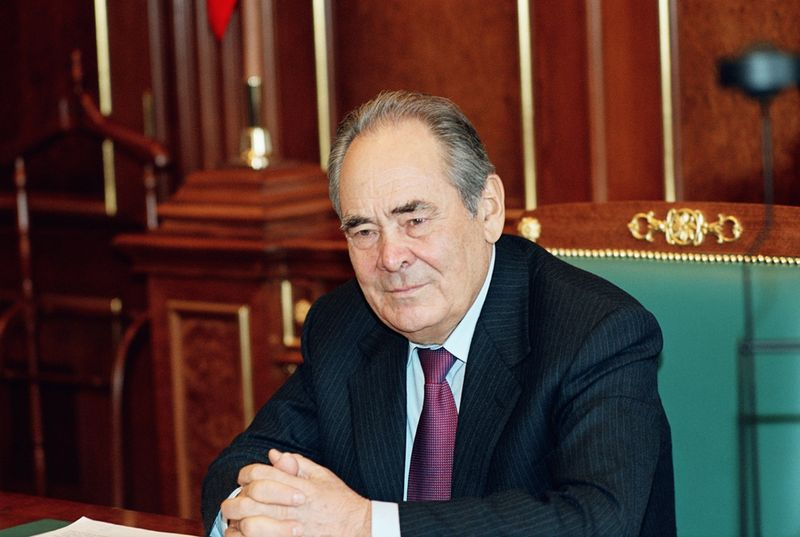 Минтимер Шарипович Шаймиев 22 января 2010 года взял самоотвод с поста президента Республики Татарстан. Данную должность он занимал с июня 1991 года и стал рекордсменом по длительности пребывания на поту среди руководителей субъектов страны.