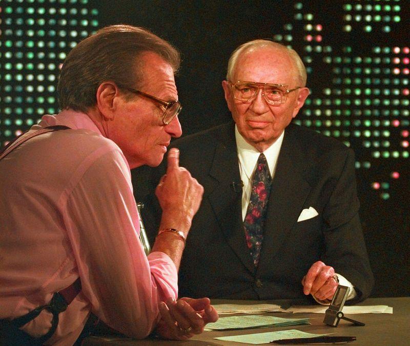 В этом году в середине декабря в эфир CNN выйдет  последний выпуск шоу Larry King Live. Шоу начало свое существование еще в 1985 году. И именно Ларри Кингу бывший президент России Владимир Путин рассказал о том, что на самом деле случилось на  подлодке «Курск».
