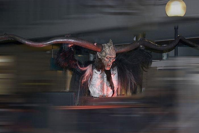 Крампус - подельник Санты (23 фото)