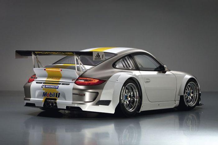 Porsche представили гоночный 911 GT3 RSR (13 фото)