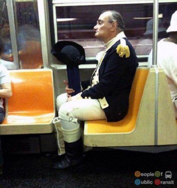Странные люди в метро. часть 2.  (101 фото)