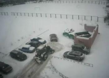 Тракторист отомстил за неправильную парковку