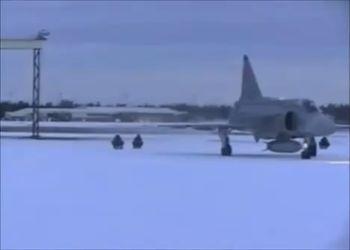 На снегокатах за самолетом