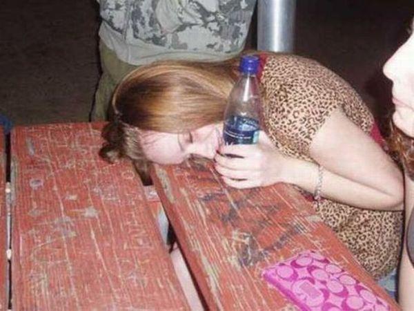 жопу тёлке в бутылка