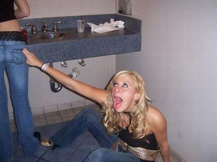 Пьяные телки нашли своим дыркам приключений, женщины