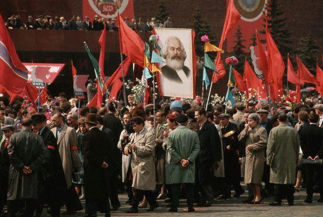 На первомайской демонстрации в Москве, 1964