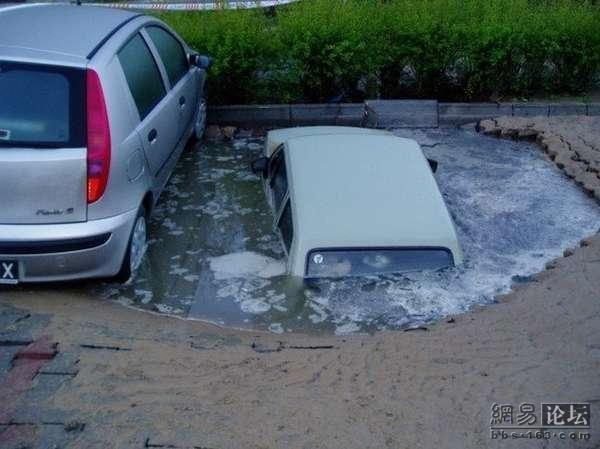 Необычные автоаварии (20 фото)