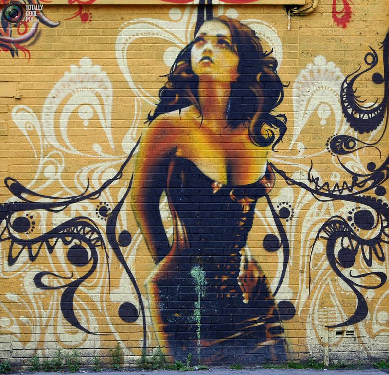 Граффити на стене здания в Бристоле.