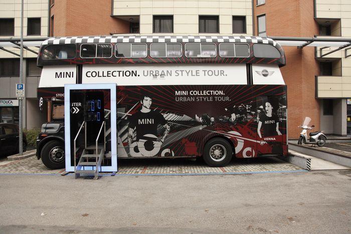 В Милане появился автобус с аксессуарами MINI (11 фото)