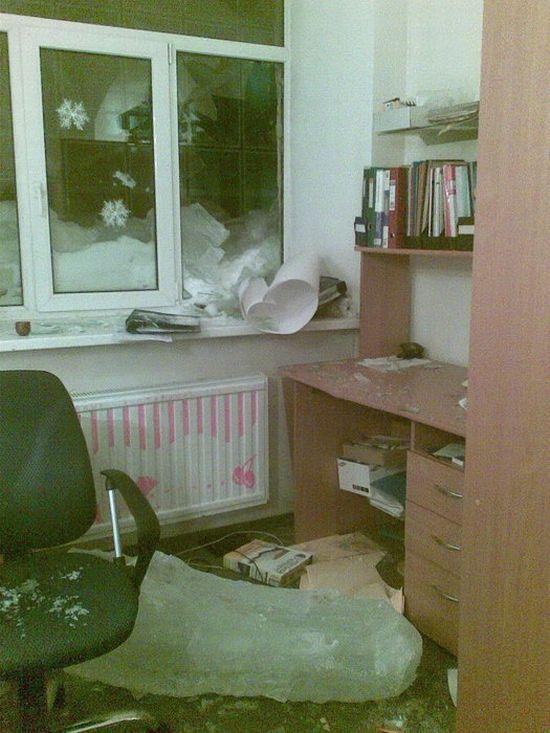 Сюрприз в офис (2 фото)