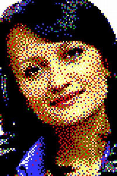 Слова автора: Не могу назвать себя изобретателем этого способа  творчества – идею взял у американского художника Эрика Дрейга. И вот результат – портрет из силовых канцелярских кнопок увидел свет. Немного о параметрах изделия:<br>- 6 цветов;<br>  - 9600 канцелярских кнопок; <br>  - вес кнопок около 5 кг.; <br>  - общий вес картины более 10 кг.; <br>  - габариты: 950 х 1350 х 34 мм; <br>  - материалы: кнопки (металл и цветной пластик), лист ДВП, деревянный брус, металлические метизы, морилка, лак. <br/>1. Фото<br/>  Хотя рисую я недурно, делать портрет, изображенный своей рукой, не решился бы – фотоаппарат все-таки почему-то изображения изготавливает лучше. Поэтому для изображения выбрал фотографию, которая мне нравилась. Просто скопировал ее с «одноклассников». Что удобно – хорошее разрешение здесь было не очень важно. Сам размер портрета в пикселях – всего 80 на 120.  <br/><br>2. Схема<br/>Несмотря на то, что какой-то журналист для красного словца написал: «Талант Эрика заключается в блестящем восприятии цвета», это полная чушь. Его талант только в усидчивости, которая, в свою очередь, зависит от мотивации. Кстати, в ней наше главное с ним отличие – у нас она разная. Это как рекламщики и пиарщики: первые – это когда «за деньги», вторые – когда «по любви».    Никакого здесь блестящего таланта не нужно – разумеется, он, как и я, для основы брали фотографии, и делали из них готовые схемы наподобие тех, которые используют трудолюбивые пенсионерки для вышивания.    Для разработки схемы пришлось скачать штук пять программ по изготовлению схем для вышивки, но ни одна не обладала простой, казалось бы, функцией – задать изображение в шести цветах нужного разрешения.    В итоге все оказалось проще: чуть ли не случайно эти функции отыскались в одном небезызвестном графическом редакторе. Нужно было просто индексировать цвета, и сократить всю палитру до шести: черный, белый, красный, желтый, зеленый, синий. А потом отрегулировать дисперсность – проникновение цветов в полутона и