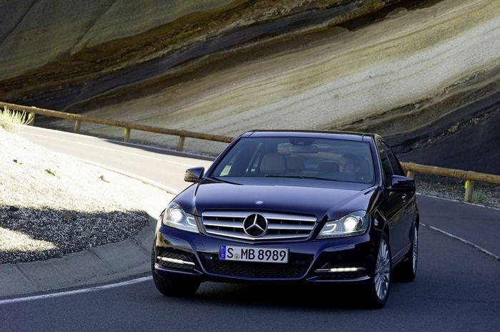 Фото обновленного Mercedes C-class 2011 (56 фото)
