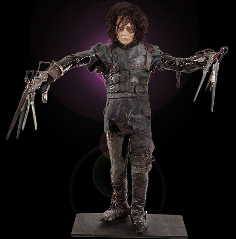 4. Настоящий костюм Эдварда – руки-ножницы, которого так блистательно сыграл Джонни Депп. (Примерная цена 100-200 тыс. долл).