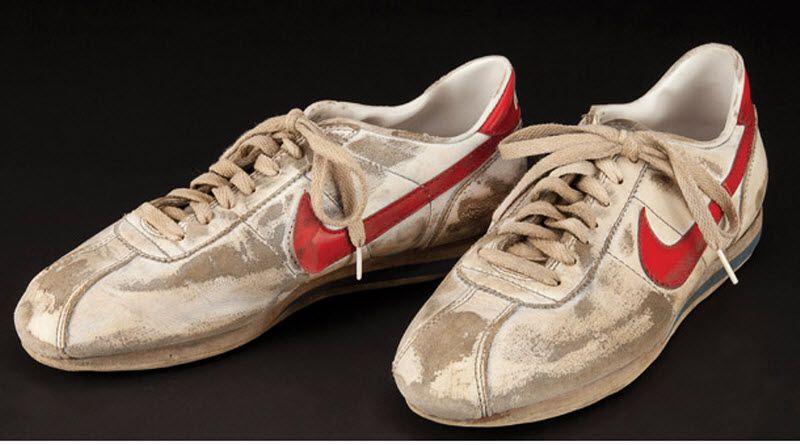 10. Кроссовки Nike Форреста Гампа. (Примерная цена 2-3 тыс. долл).
