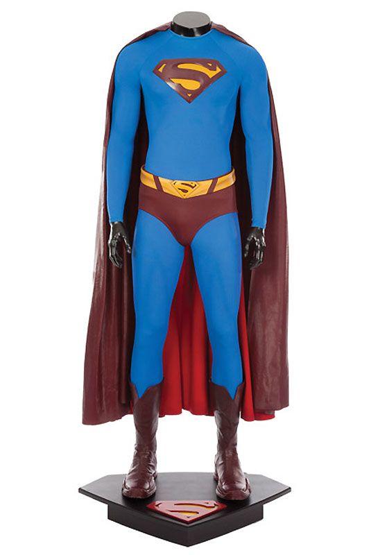 12. Костюм Супермена, в котором Брэндон Рут играл своего героя в фильме «Возвращение Супермена». (Примерная цена 50-70 тыс. долл).