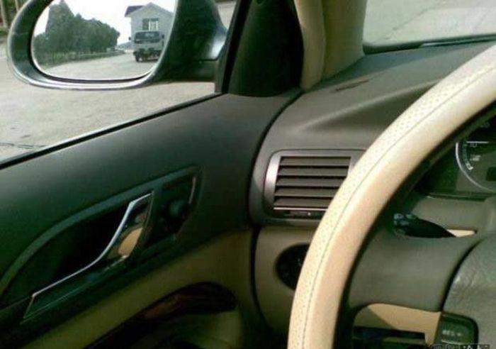 Что вы видите в отражении зеркала авто?:) (5 фото)