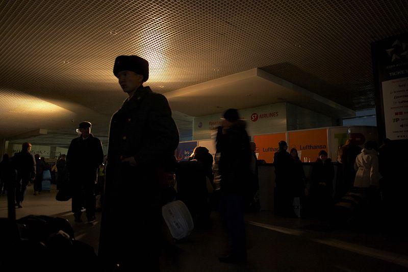 17.00 - 18.00<br/>Постепенно включаются несколько рядов светильников и различные табло.