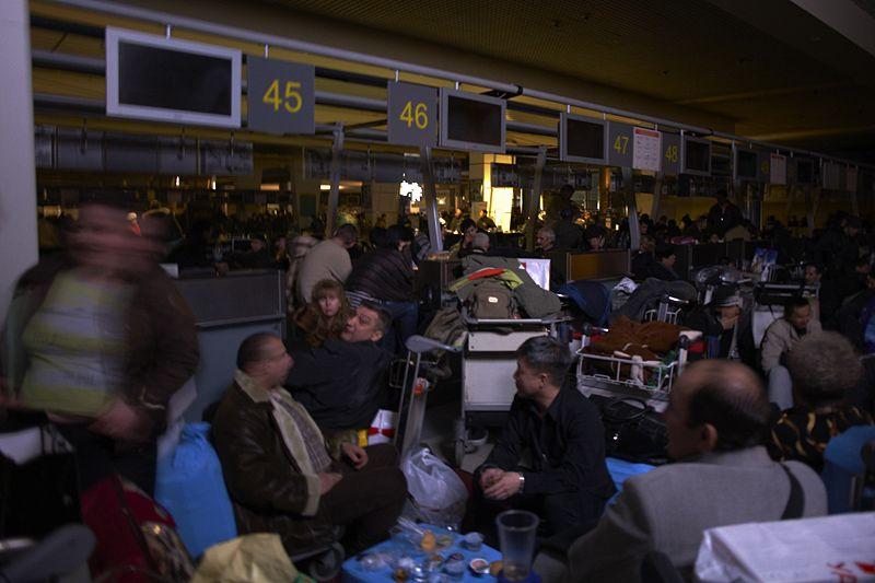 Пленные в аэропорту Домодедово (28 фото)