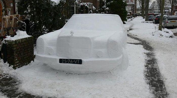 Снежные скульптуры автомобилей (4 фото)