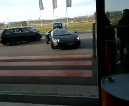 Водитель Audi спас Lamborghini LP700-4 Aventador