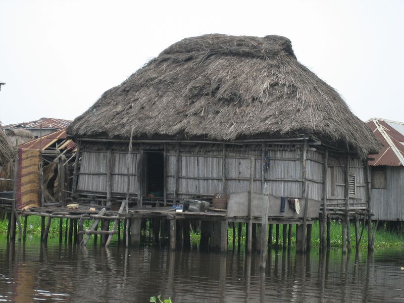 304 Африканская Венеция: Город озеро Ганвье