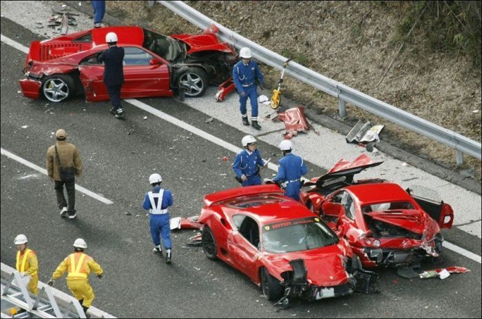 Самая дорогая авария в Японии из 13 спорт-каров (10 фото+4 видео)