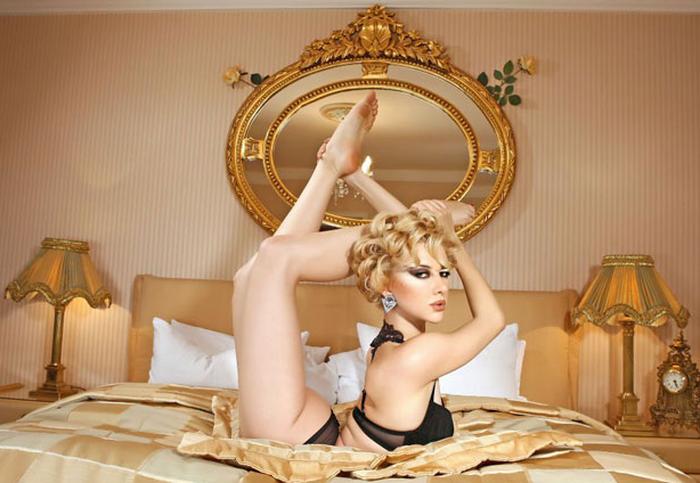 Резиновая Злата, выпустила свой календарь (7 фото + бонус 41 фото)