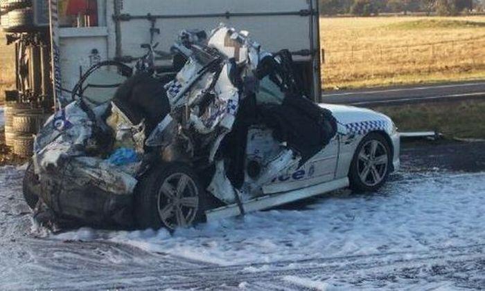 Подборка разбитых полицейских автомобилей (124 фото)