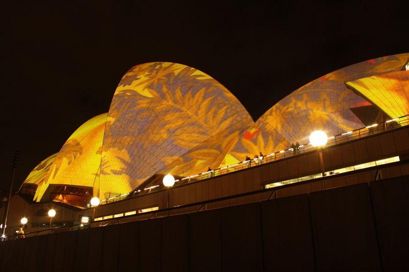 Скрытые возможности сиднейской оперы (7 фото + 1 видео)