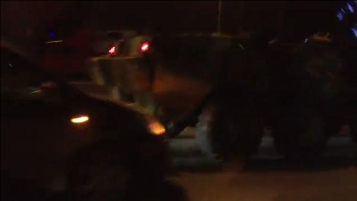 На МКАД попала в аварию колонна из пяти БТР (видео)